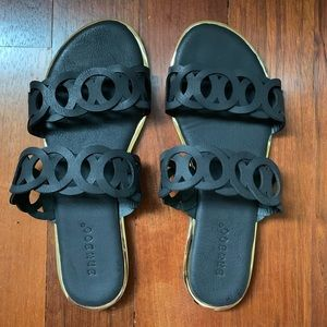 VICI NWOT Infinite Sandal - Black